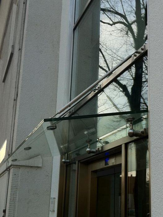 Außenschachtgerüst mit Vordach
